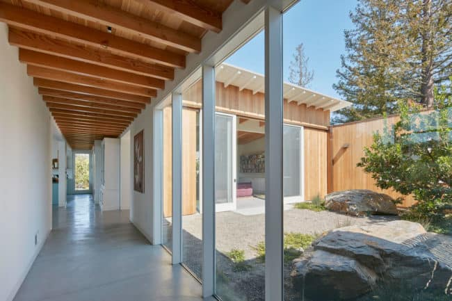 View of the courtyard - California Ranch House by Malcolm Davis Architecture