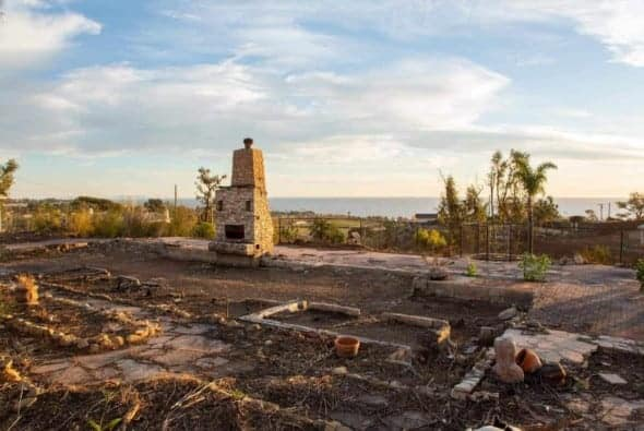 Are Californians willing to rebuild their burned homes?