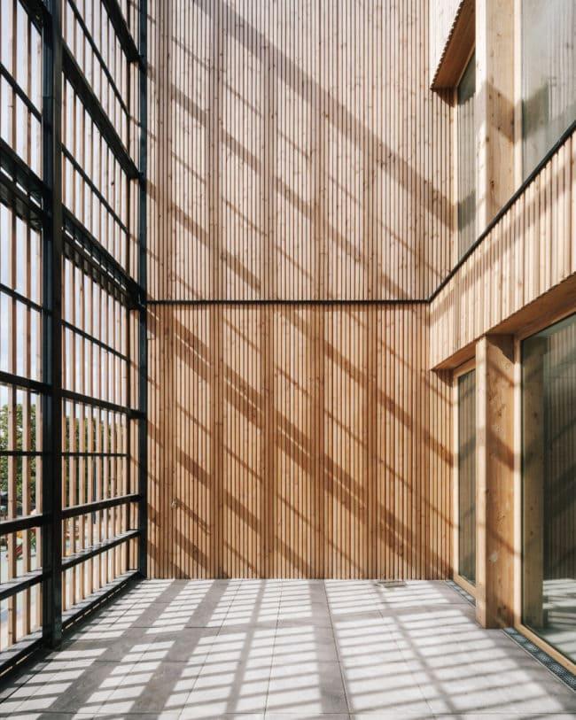Simone de Beauvoir School – Wooden school